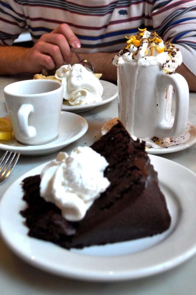 koláče a čokoláda v Serendipity3