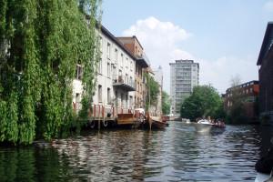 Gent - domy a panelák pri kanáloch