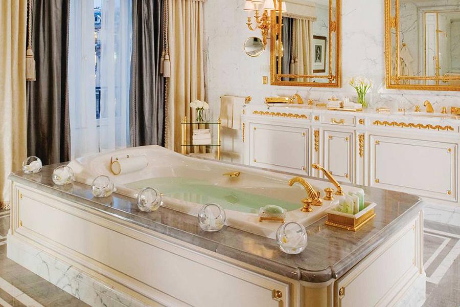 najluxusnejší hotel Paríža - kúpeľňa