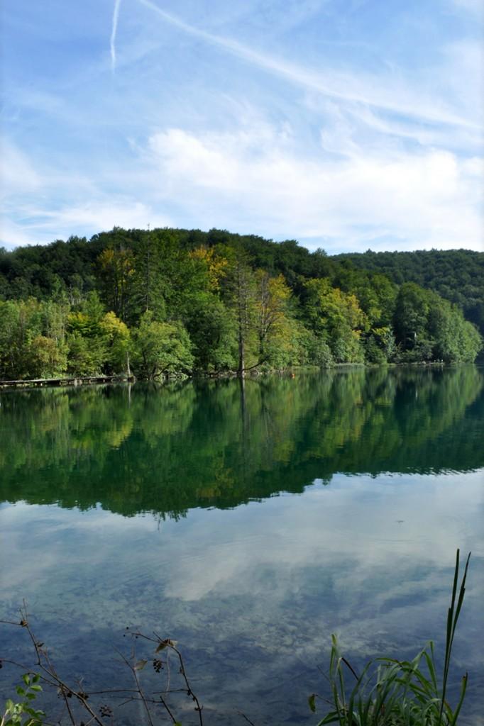 Odraz oblohy v plitvickom jazere
