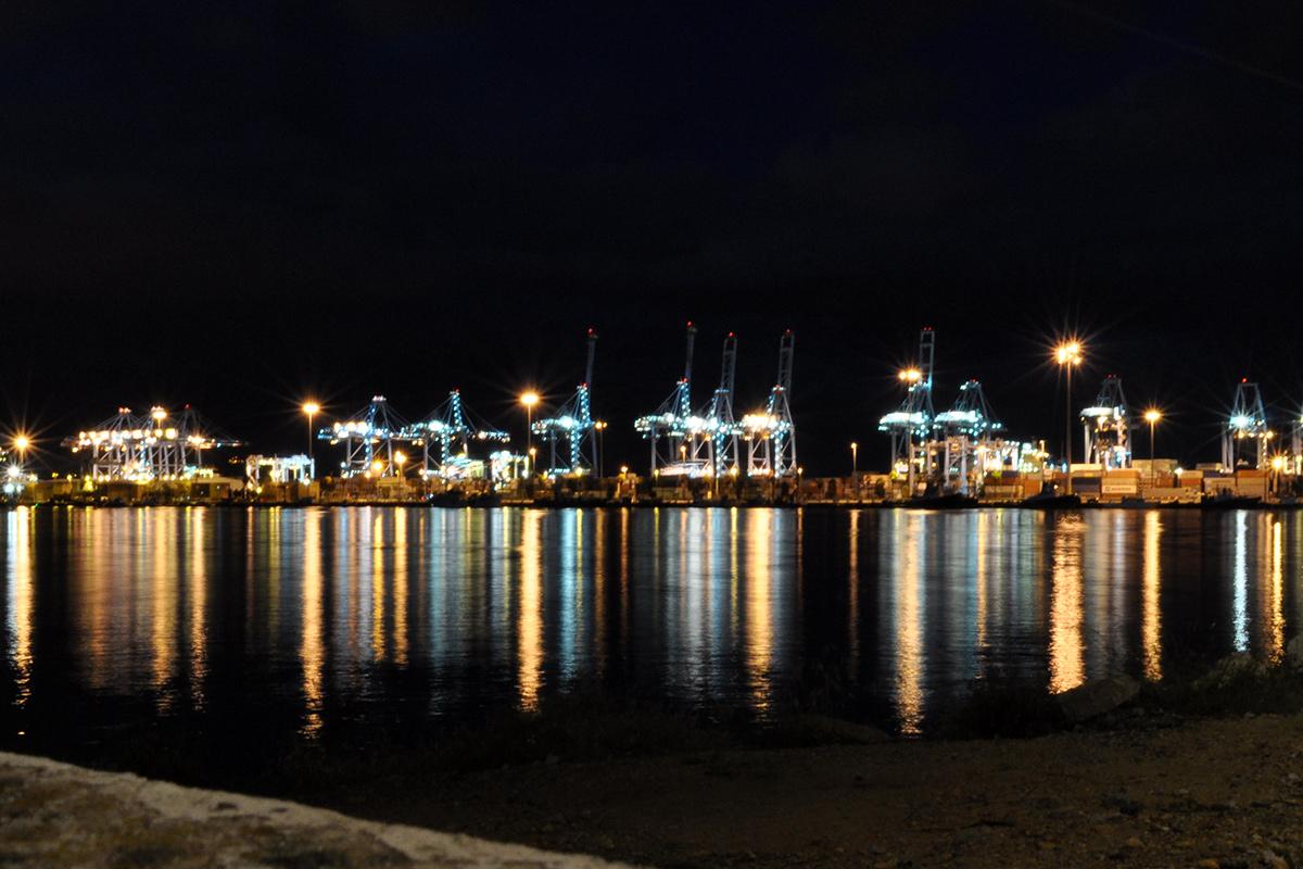 Nočný prístav Algeciras