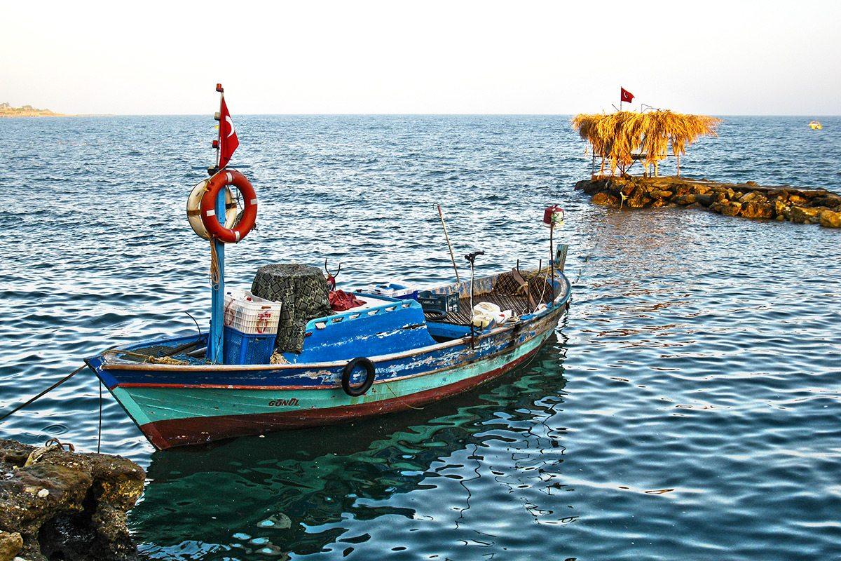 Turecko, loď a korytnačky
