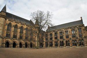 Univerzita Glasgow nádvorie