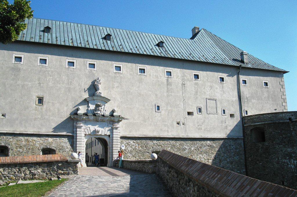 Vstup na hrad Červený kameň