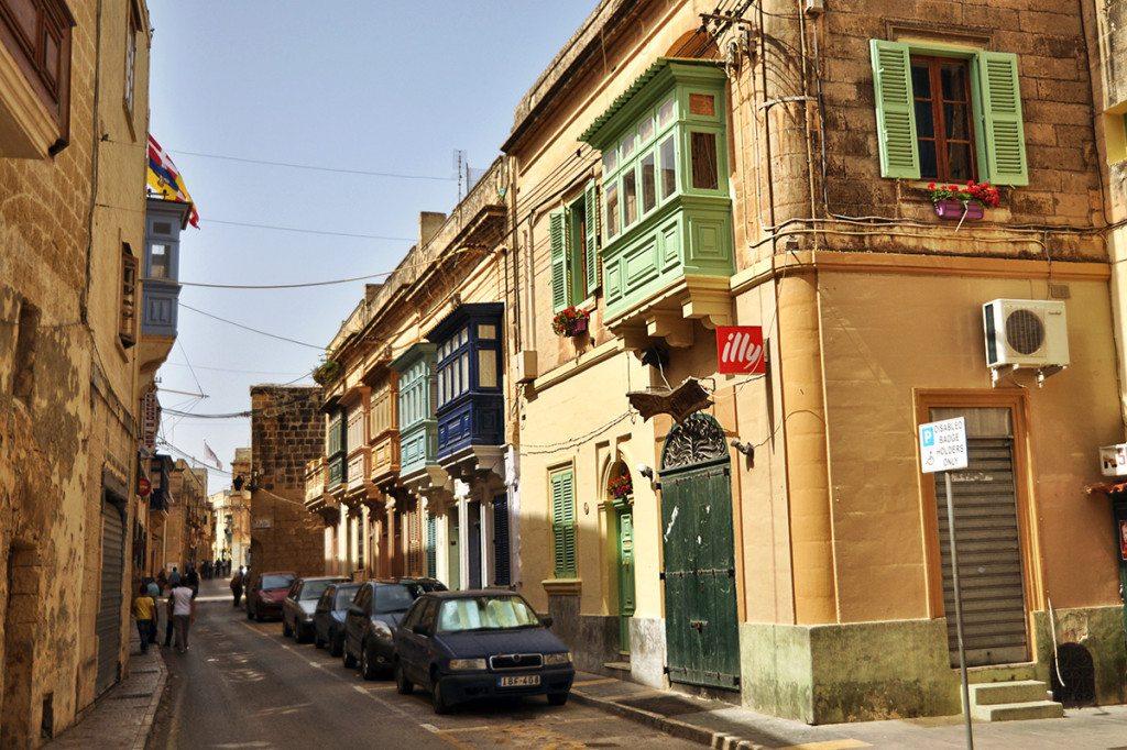 Malta uličky a farebné balkóny