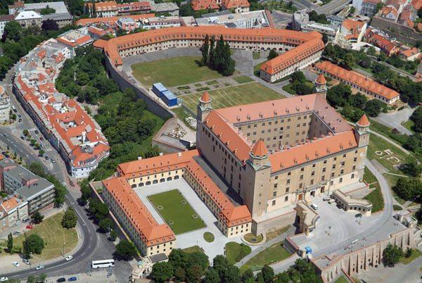 Bratislavský hrad z lietadla