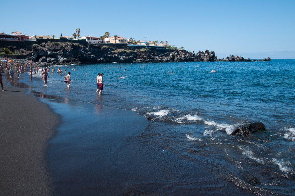čierna pláž La Arena