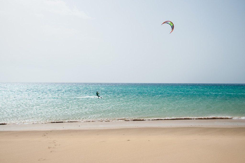 Kite surfing na pláži Sotavento, Fuerteventura