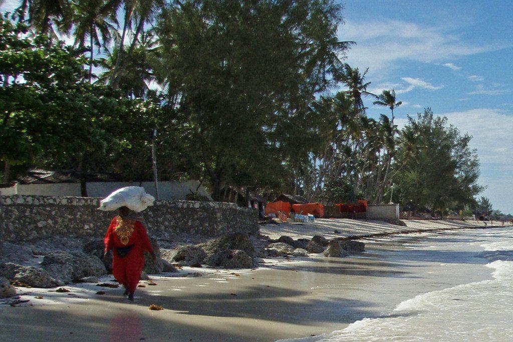 Zanzibar - ženy nosia všetko na hlave