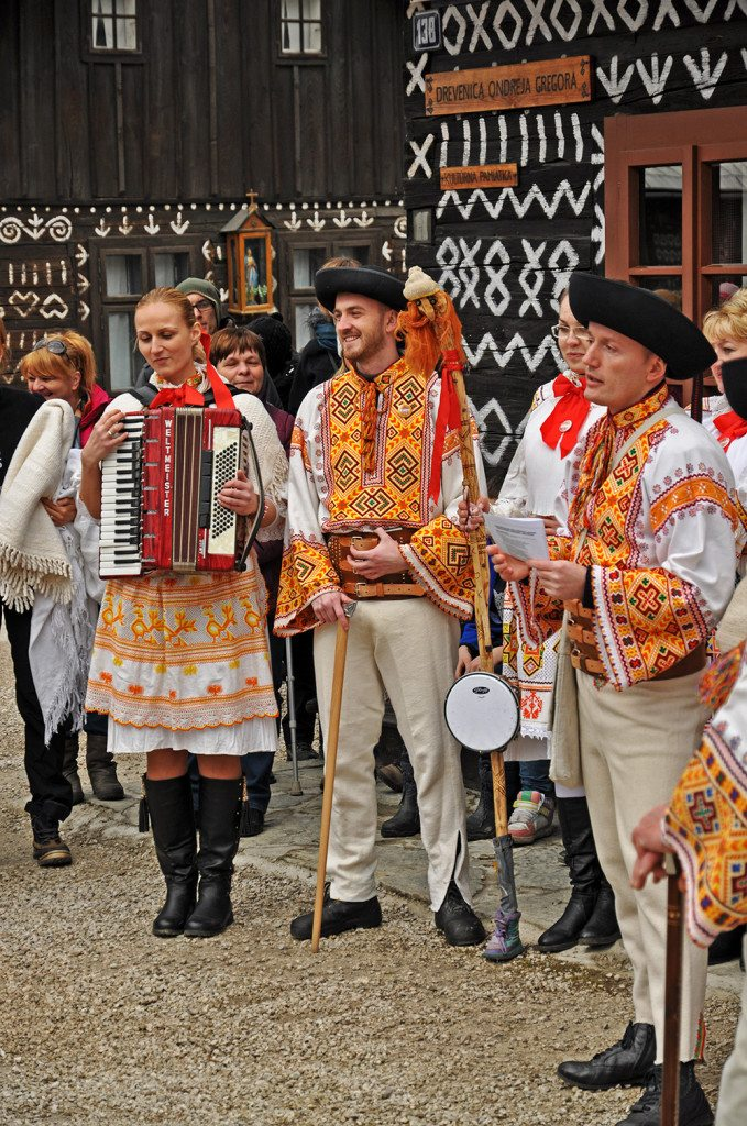 čičmany - fašiangy spev a tancovanie