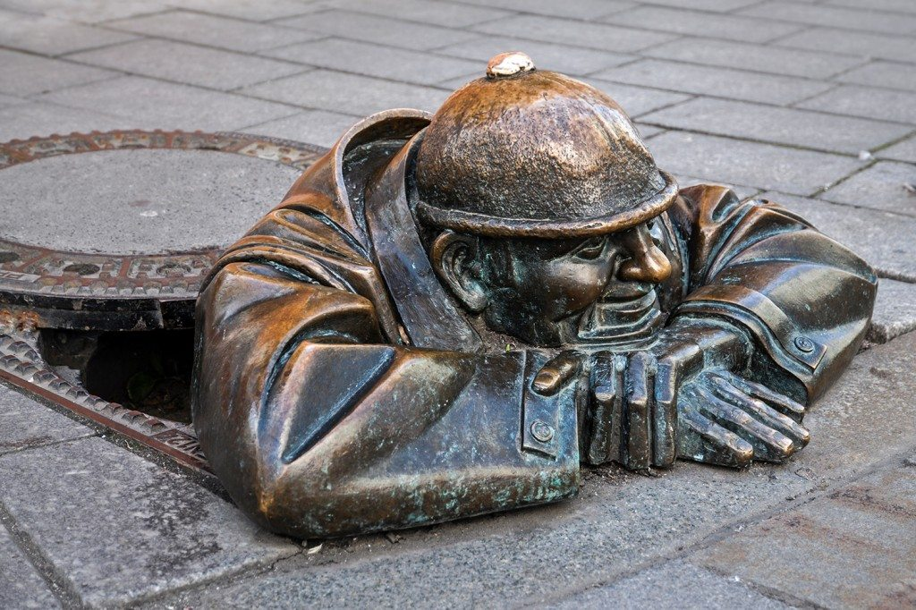 The wathing statue - Cumil Bratislava