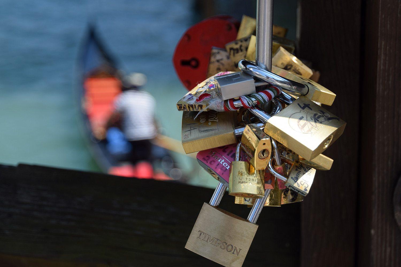 zámky lásky na moste v Benátkach