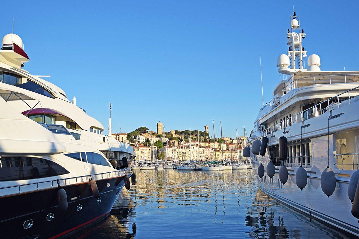 Jachty v Cannes