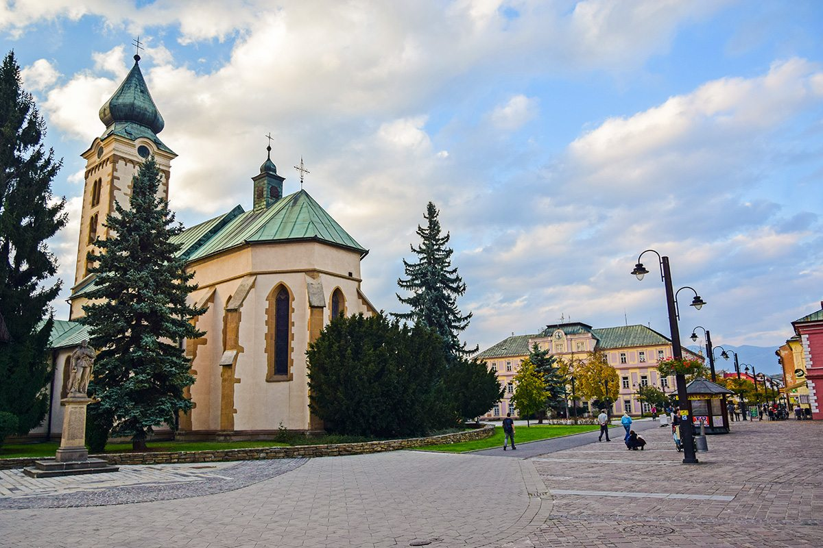 Liptovský Mikuláš, kostol a námestie