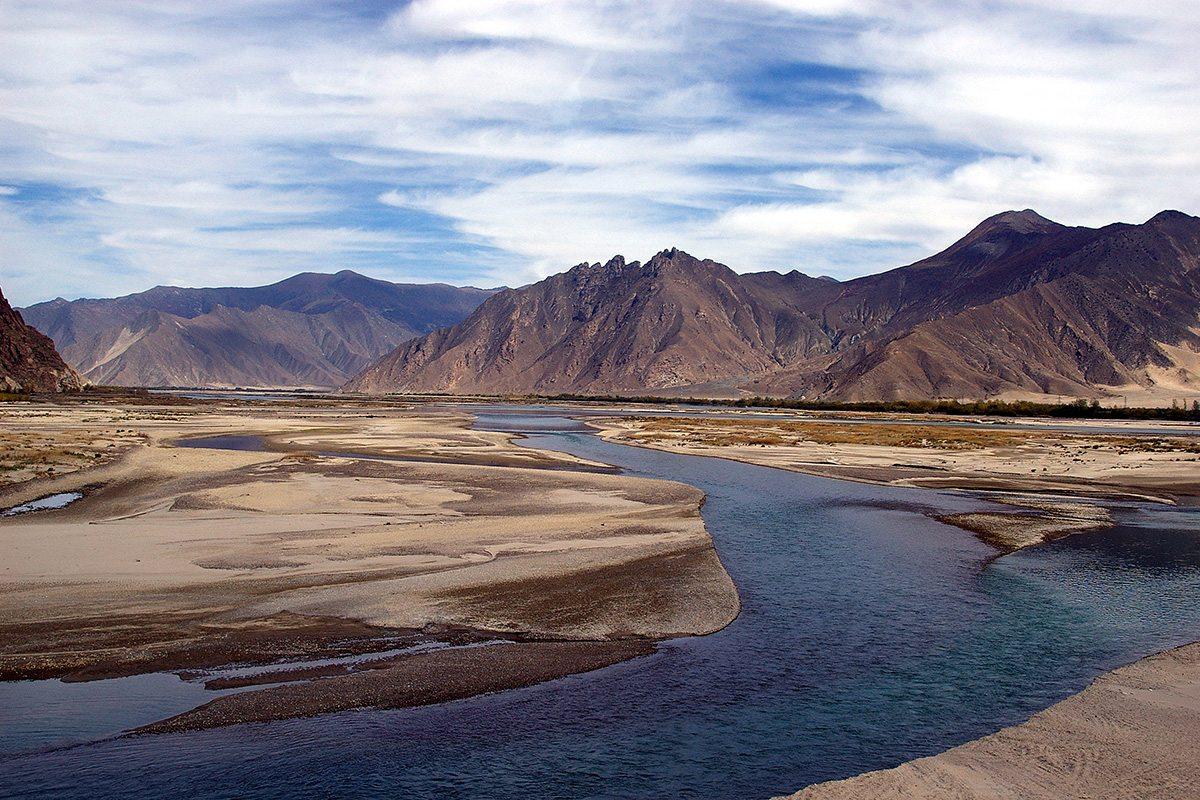Jazero Yamdrok v Tibete