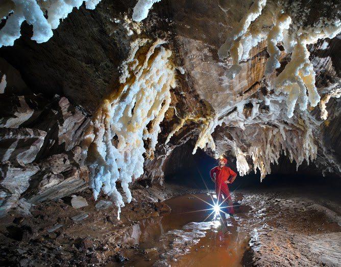 Jaskyňa Troch naháčov, Irán