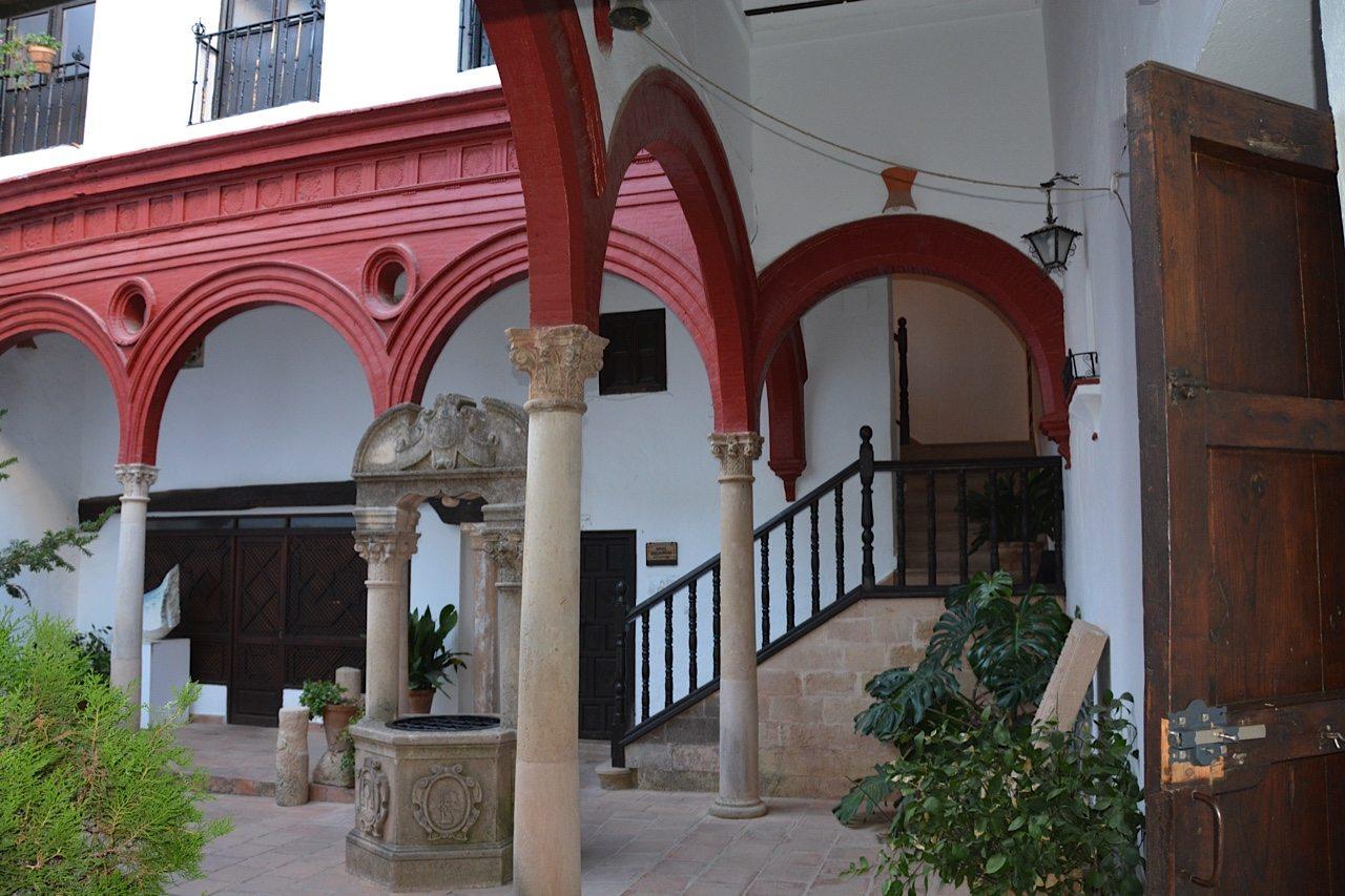 Palac Mondragon