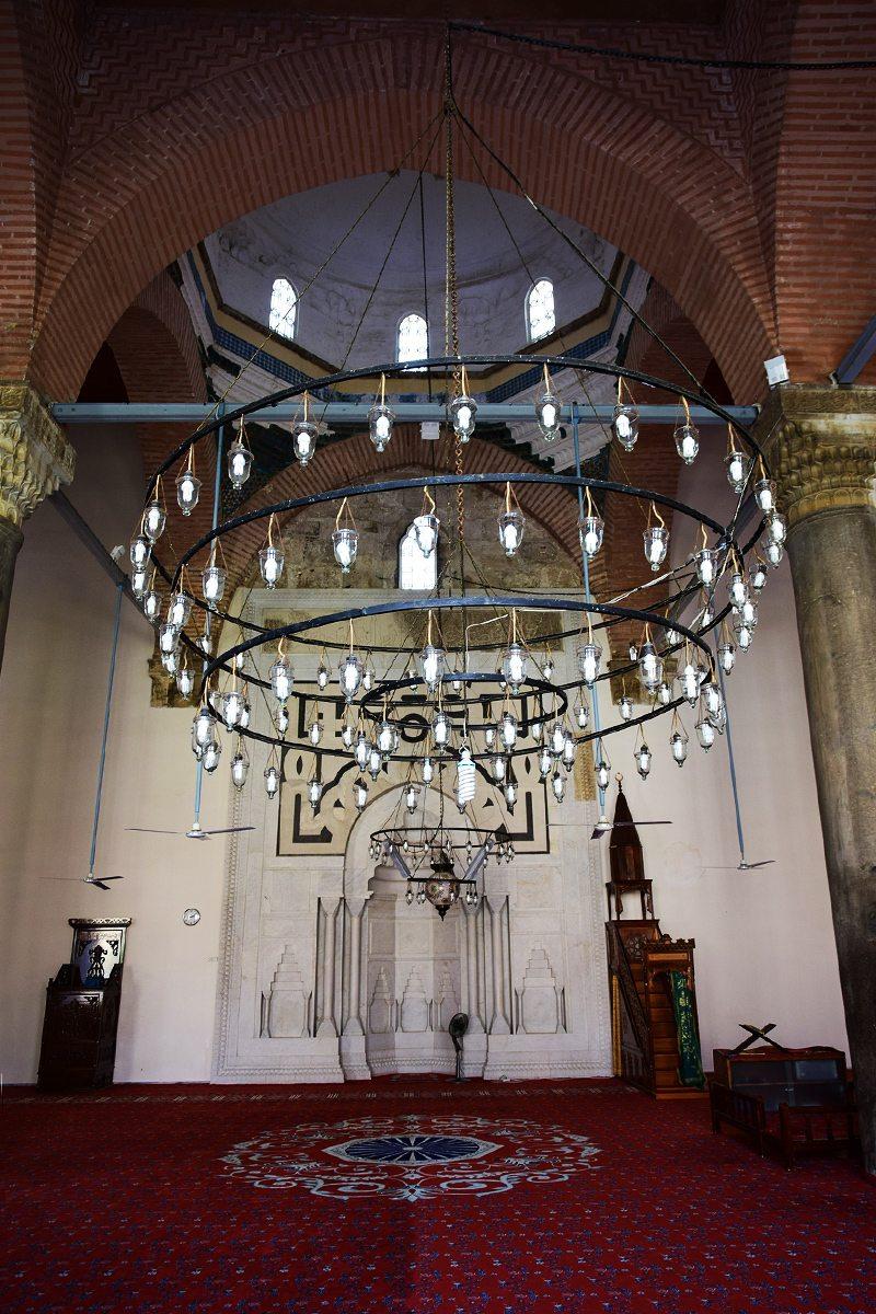 vnútro mešity Isa Bey