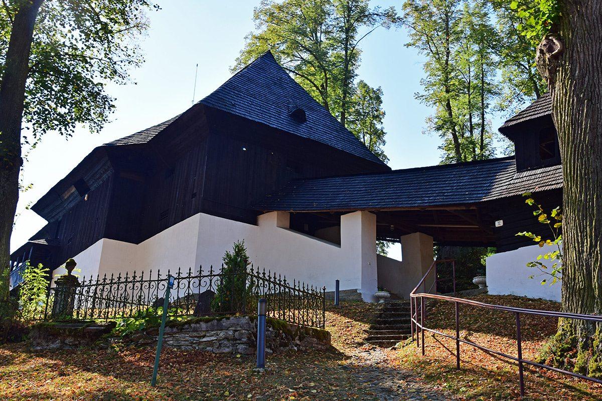 kostol leštiny