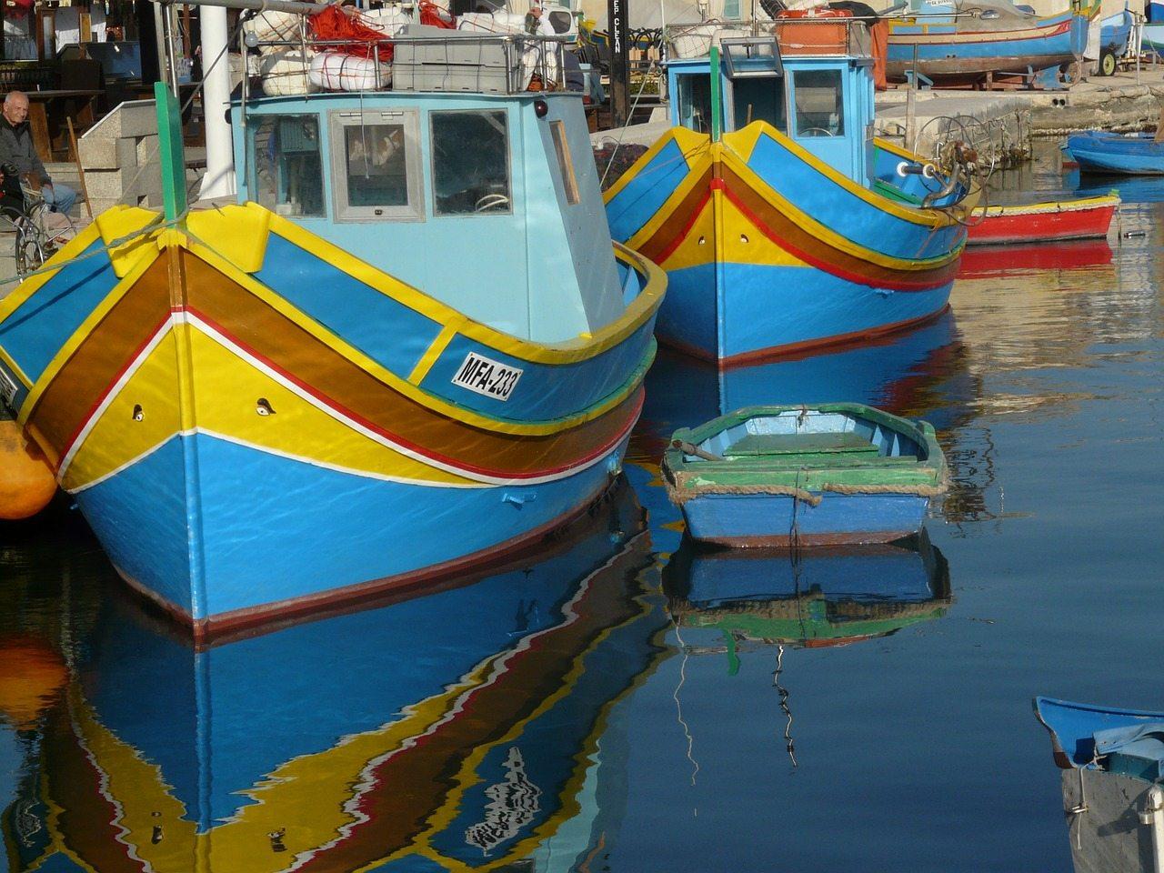 rybárske lode malťanov