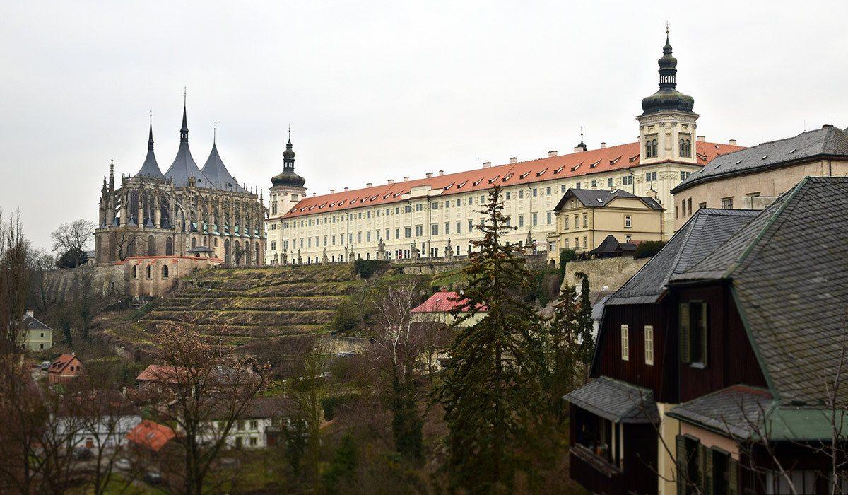 Chrám sv. Barbory a jezuitská kolej z vyhliadky