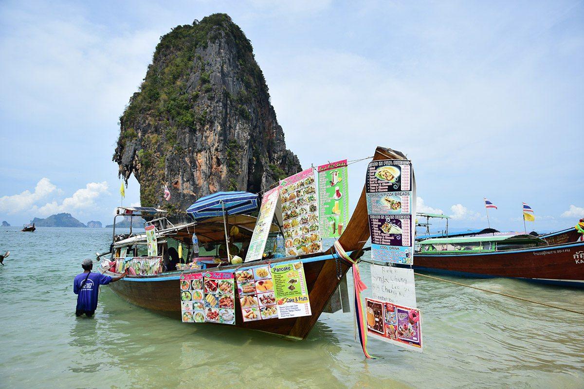 bufet na loďke phra nang pláž