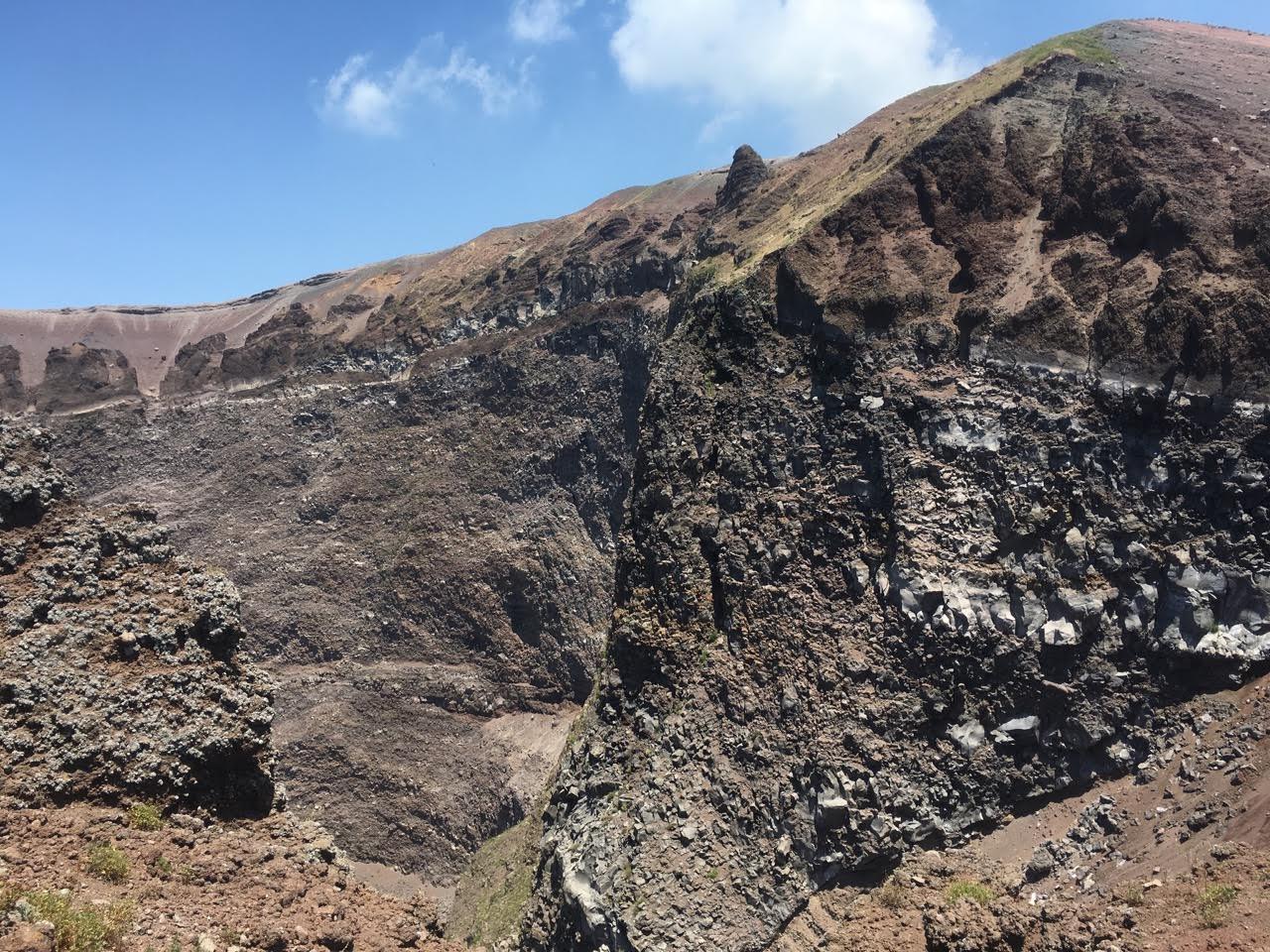 Kráter sopky vezuv