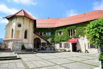 kaplnka a hrad bled