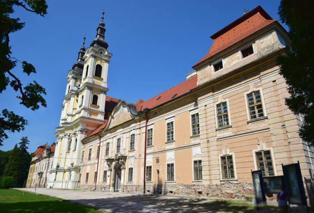 jasovský kaštieľ a kostol - jasov