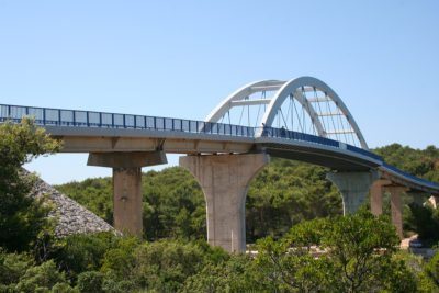 most medzi Ugljan a Pasman
