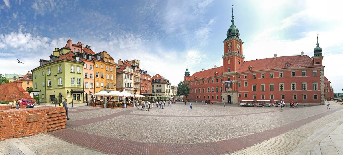 námestie s kráľovským palácom Varšava