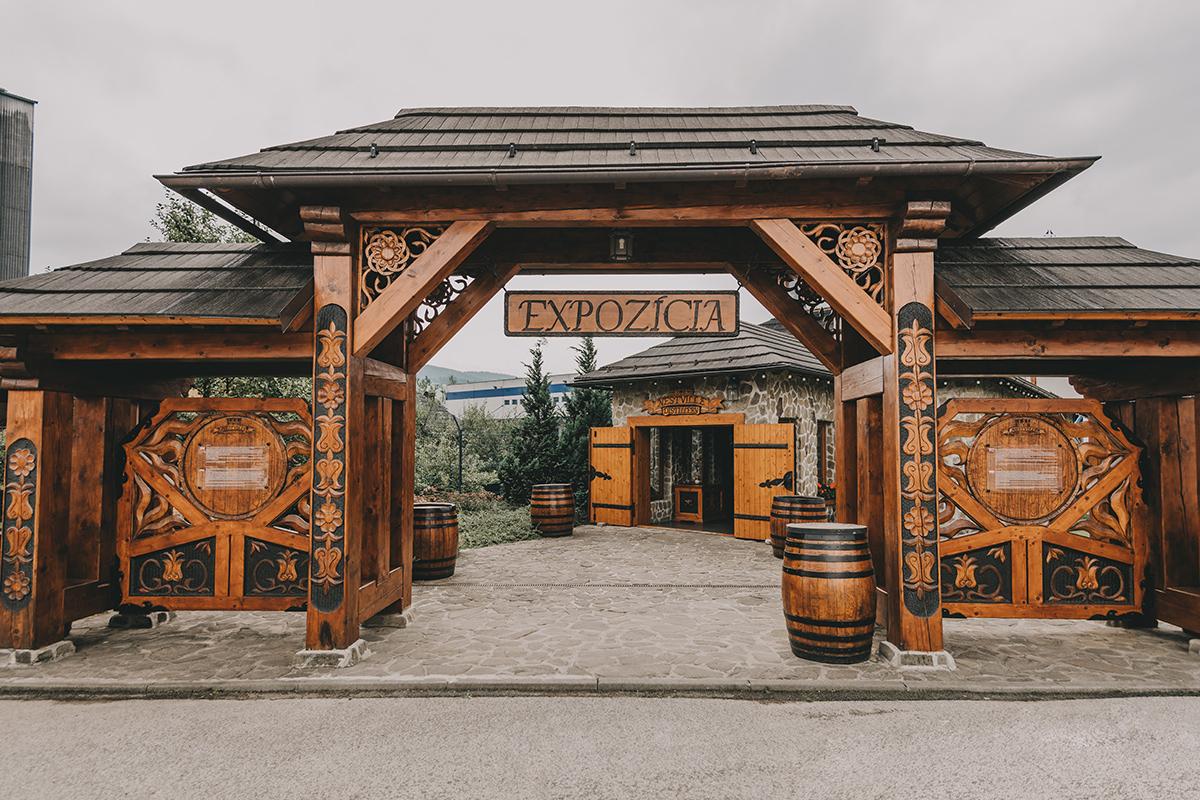 Vstup do expozície Nestville Distillery